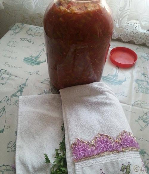 resimli domatesli kıvırcık acı biber turşusu