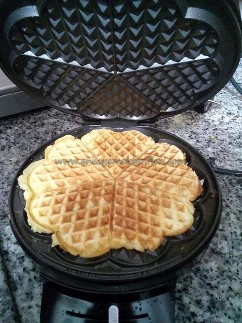 meyveli çikolatalı waffle tarifi