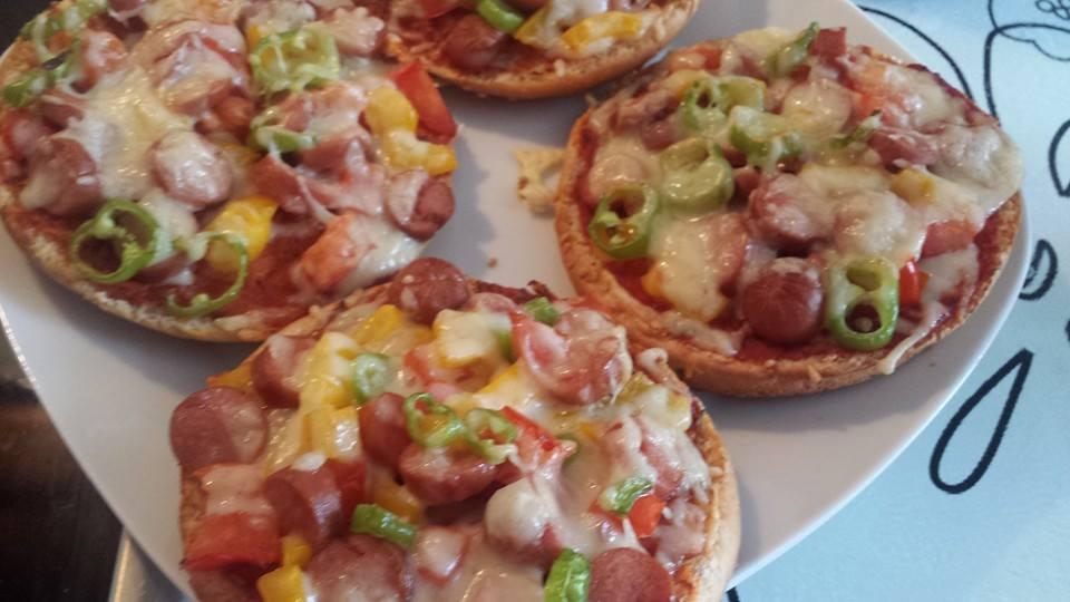 hamburger ekmeğinde karışık pizza
